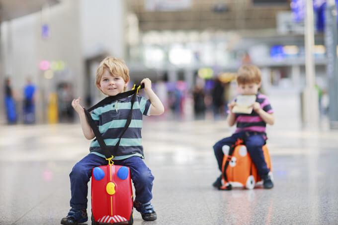 Дети с багажом