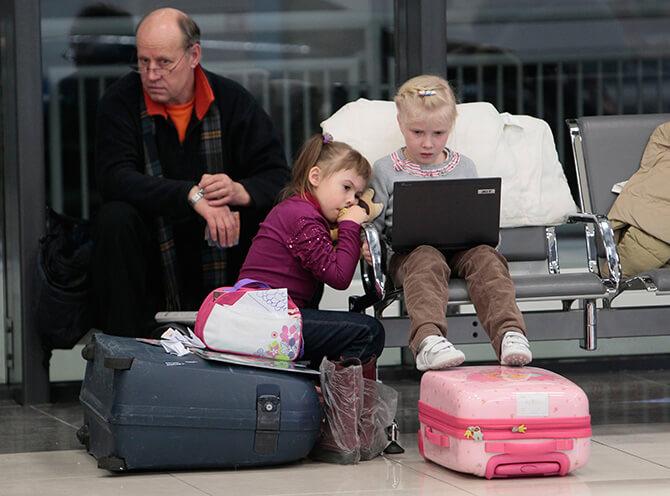 Семья с чемоданами