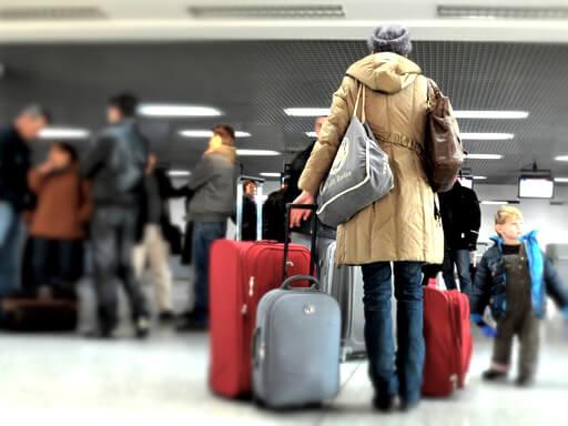 Женщина с чемоданами