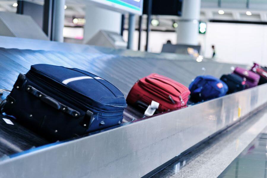 Багаж на транспортировочной ленте