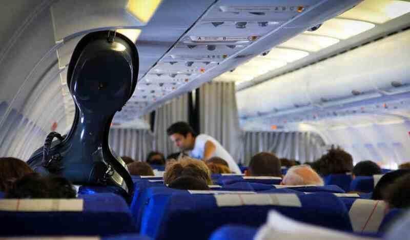 Контрабас в салоне самолёта