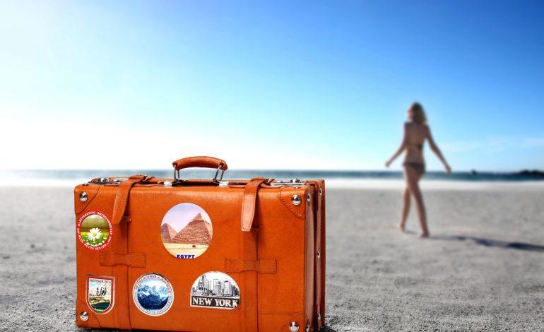 Чемодан с багажом