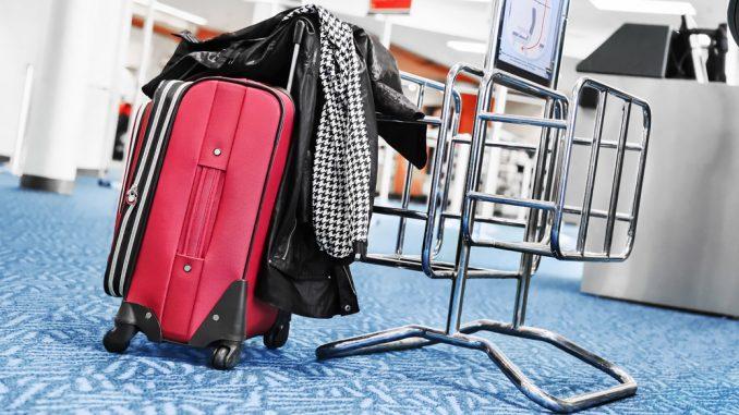 Рамка для проверки размера багажа в аэропорту