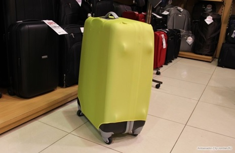 Чемодан в аэропорту
